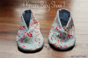 Kimono Baby Shoes, here made by the blogger NiftyThrifty Things, following Home Spun pattern.