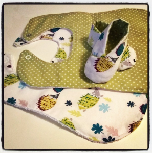 And voila! Matching baby kimono shoes and bibs!
